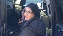 Kelly Osbourne Tries Booting Aggressive Pit Bull Off Flight (VIDEO)