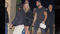 Britney Spears' New Boyfriend Carries Her Purse (PHOTO)