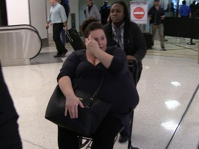 'This Is Us' Star Chrissy Metz Needed Wheelchair for Knee Injury, Not Gastric Bypass Surgery (VIDEO)