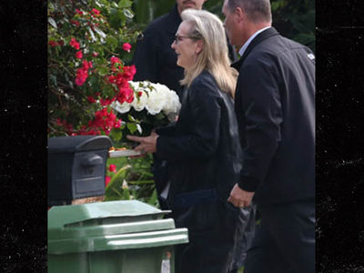 Debbie & Carrie's Private Service -- Meryl Streep Shows Up at Family Compound (PHOTOS)