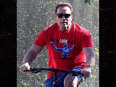 Arnold Schwarzenegger Goes All American After Taking on Trump (PHOTO)