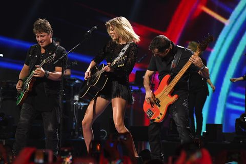 Taylor Swift performing at the Directv Now Super Bowl Party