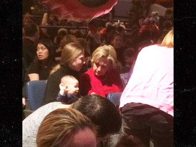 Hillary Clinton Takes in 'Sesame Street Live' on Grandma Duty (VIDEO)