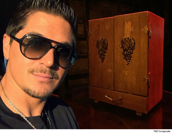 Zak Bagans Is The Scared New Owner Of Dybbuk Box Worlds Most