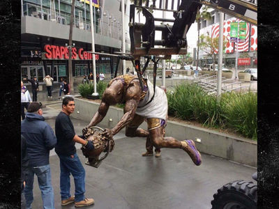 Shaq's Slam Dunk Lakers Statue ... REVEALED! (PHOTO)