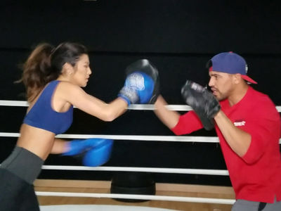 'Amazing Race' Bikini Model Trains with Boxing Champ (VIDEOS)