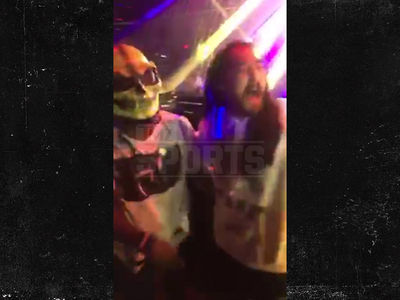 Ezekiel Elliott Pulls a Gronk ... Takes Over DJ Booth, Too (VIDEO)