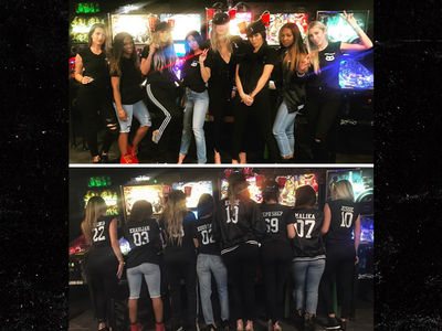 Khloe and Kourtney Kardashian's Girls' Night Out with 'Pinball Pu$$ies' (PHOTOS)