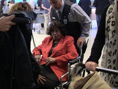 Katherine Jackson Back in L.A. Under Heavy Biological Guard (360 VIDEO)