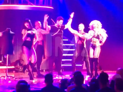 Britney Spears Makes 'Bachelorette' Star Josh Murray Her Dance Slave (VIDEO)