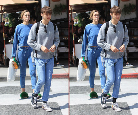 Can you spot the THREE differences in the Alana and Anwar Hadid photos?