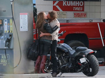 Lady Gaga and Bradley Cooper Make Out on Set of 'A Star is Born' (VIDEO + PHOTO GALLERY)