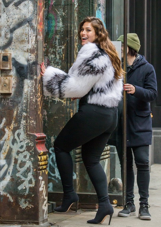 Ashley Graham In Skin Tight Pants Photo 1 Tmz Com