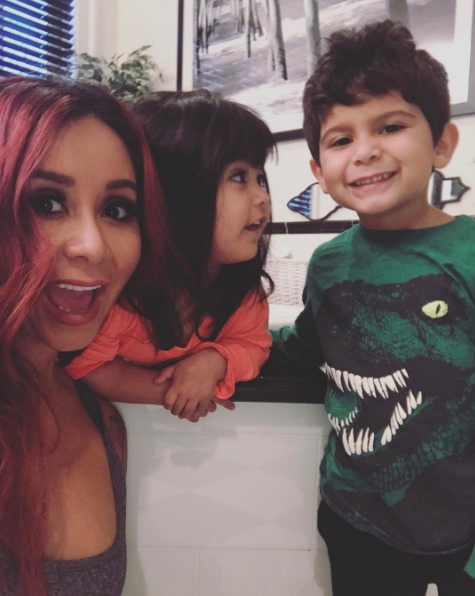 "Nicole ""Snooki"" Polizzi shared a quick family pic of her and her munchkins."