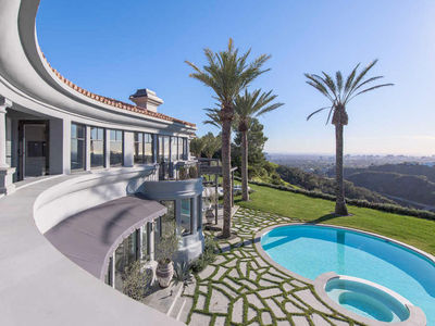 Kylie Jenner Renting $35 mil Beverly Hills Mansion (PHOTO GALLERY)