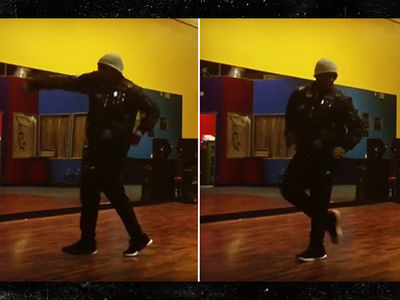 MC Hammer STILL Can't Be Touched (VIDEO)