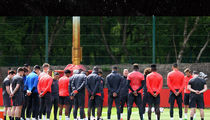Manchester United Holds Moment of Silence During Practice For Attack Victims (PHOTO)
