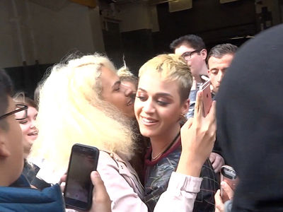 Katy Perry Ditches Security to Spread Love to Fans After Manchester Bombing (VIDEO)