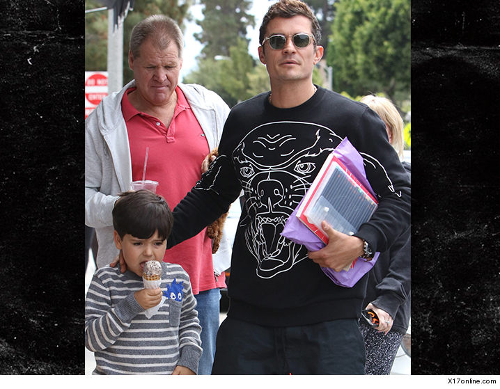 Orlando Bloom Son And Miranda Kerrs Dad Hang Out But Is He