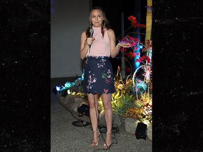 Alicia Silverstone Shows Up to 'Clueless' Screening at Hollywood Forever Cemetery (PHOTOS)