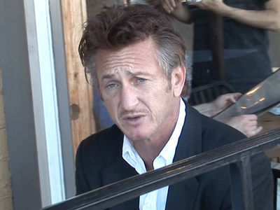 Sean Penn Plays Peacemaker in Delta Flight Dispute