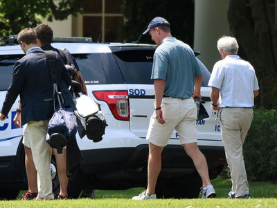 Peyton Manning Golfs with President Trump, Fore-maha!!! (PHOTOS)