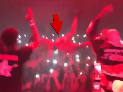 Rapper XXXTentacion Goes for Stage Dive Crown, Your Move Wifisfuneral! (VIDEO)