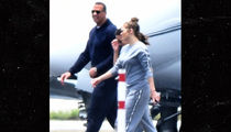 Jennifer Lopez Stands by Alex Rodriguez, Flies with Him Too (PHOTO)