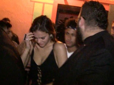 Neymar and Hot GF Bruna Marquezine Hit Hollywood Clubs Together (VIDEO)