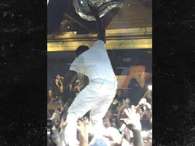 Akon Crowd Surfs and Eats it Hard in Canada!!!