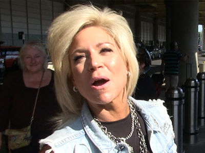 'Long Island Medium' Theresa Caputo Gets Thunderous Warning From Above On Dead Celebs & Politicians