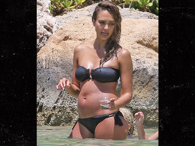 Jessica Alba Shows off Baby Bump In Hawaii