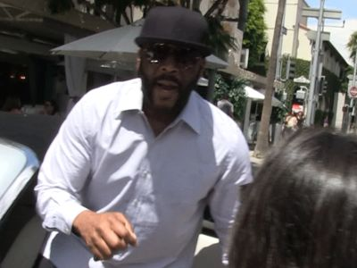 Tyler Perry Passes Himself Off as Drake to Oblivious French Fan