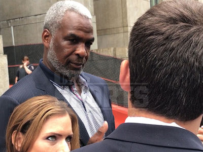 Charles Oakley Banned From MSG For 1 Year