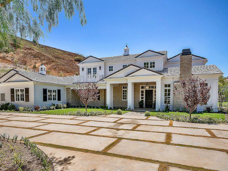 Kylie Jenner Kim Kanye Can Party Next Door In My New 6 Mil