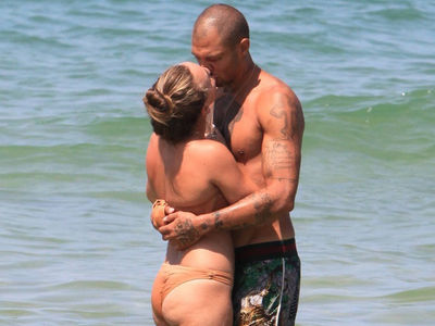 'Hot Felon' Jeremy Meeks & Heiress GF Put on PDA in Israel