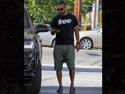 "Jesse Williams Wears a ""Free"" Shirt After Settling Child Custody with Estranged Wife"