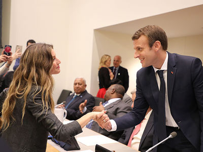 Gisele Bundchen Makes French President Emmanuel Macron Blush!!!