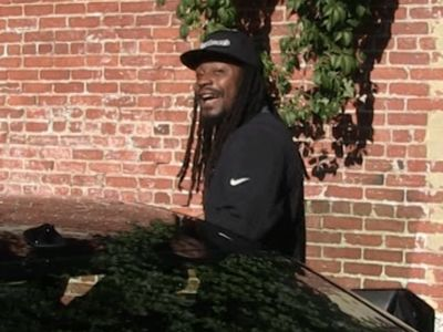 Marshawn Lynch Growls at TMZ Photog, Scares Crap Out Of Him