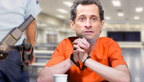 Anthony Weiner's Prison Menu Will Include Cheese Pizza, Hot Dogs and Breakfast for Dinner