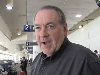 Mike Huckabee Gushes Over Daughter Sarah Huckabee Sanders Like a Kardashian