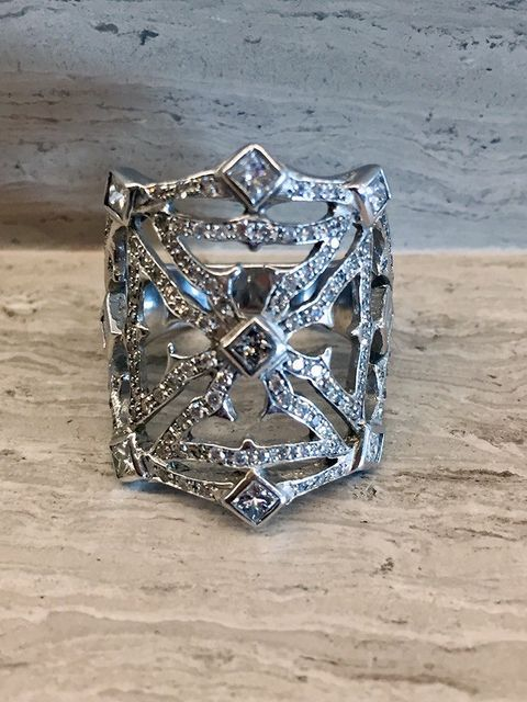 Beautiful 18K White Gold Diamond Ring Worn by Cher