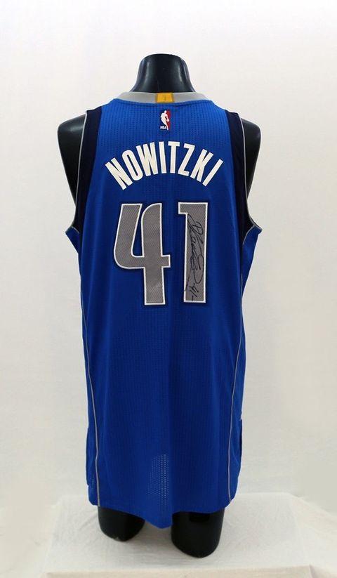 Dallas Mavericks Jersey Autographed by Dirk Nowitski
