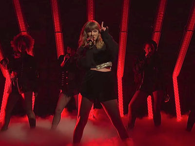 Taylor Swift Performs on SNL with Snake Microphone