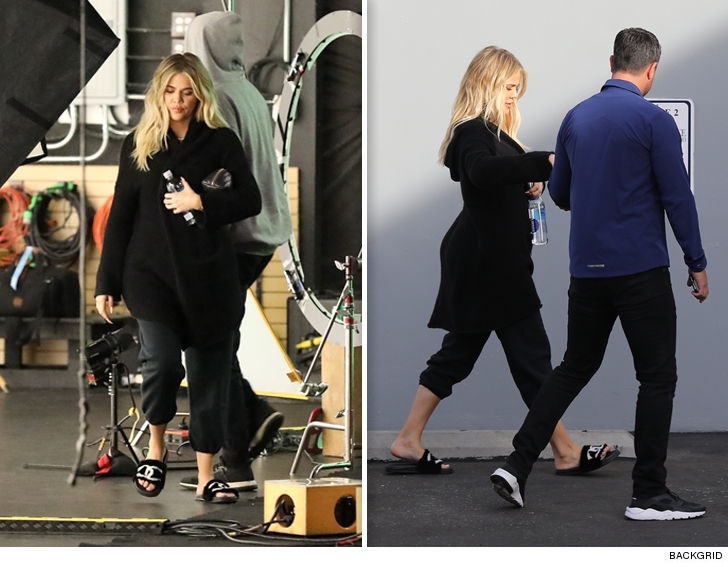 8dd78ab0a Khloe Kardashian is like the David Copperfield of pregnancy ... now you see  her baby bump