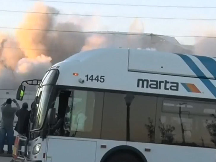 Georgia Dome Implosion Bus >> Bus Blocks Georgia Dome Implosion Weather Channel Guy Gets Pissed