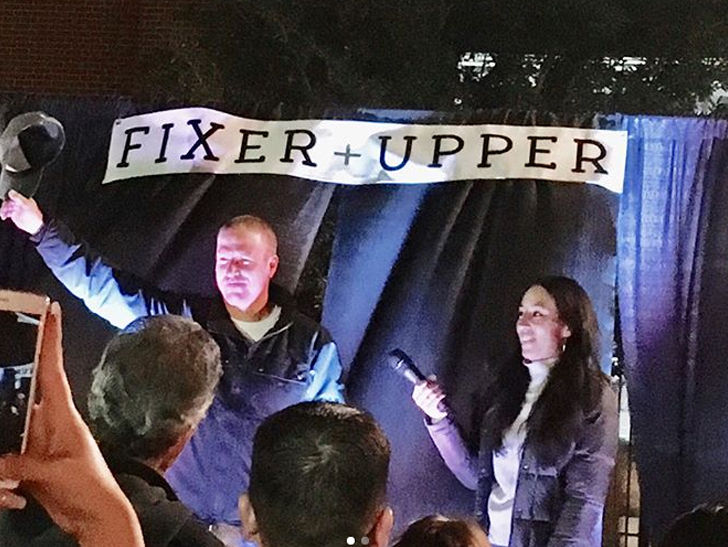 39 fixer upper 39 stars chip and joanna gaines host last season premiere party. Black Bedroom Furniture Sets. Home Design Ideas