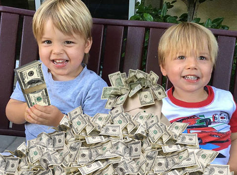 "The 2-year-old twins who play Tommy on ""Fuller House"", Fox and Dashiell Messitt, scored $9,000 each per episode for season 1 of the Netflix sitcom, and they got a 4% pay bump for season 2. At 13 eps per season ... the tyke actors have racked up almost $240k so far."
