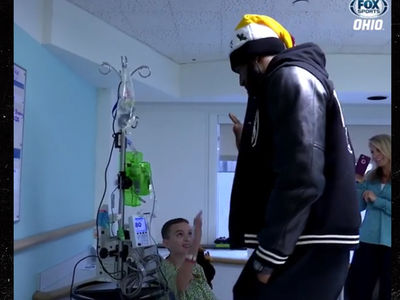 Hospitalized Kid Asks LeBron to Dunk on Lonzo Ball for Christmas