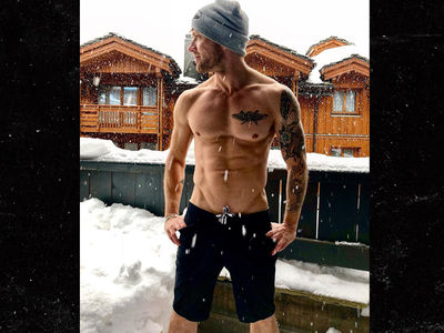 Ryan Phillippe's Body Screams Summer Even in the Snow